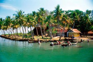 деревня Индии на берегу моря