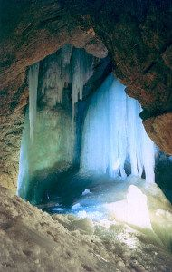 фото снежной пещеры в Абхазии