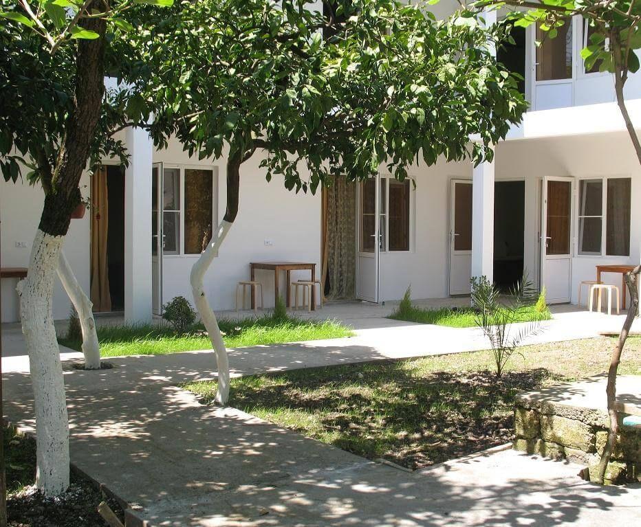 фото двор в частном секторе в Абхазии