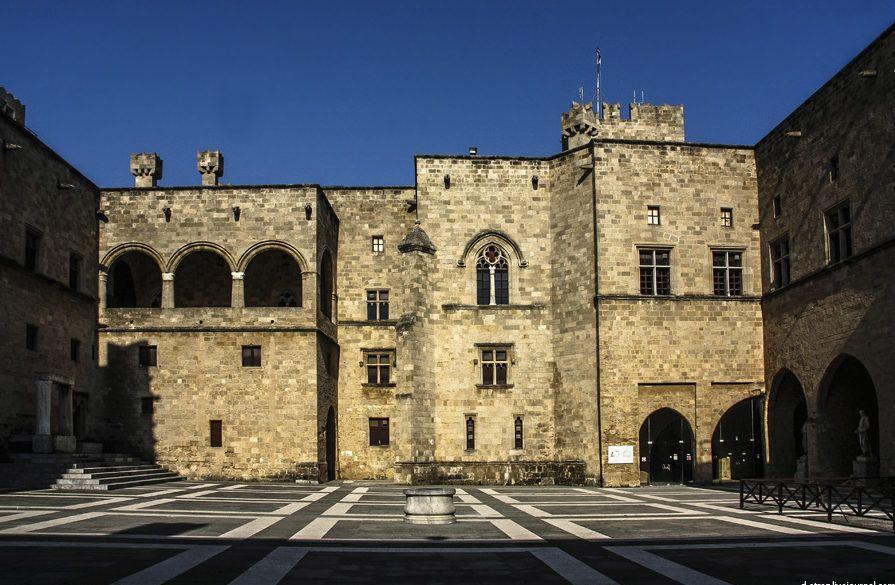 фото внешнее убранство дворца великих магистров
