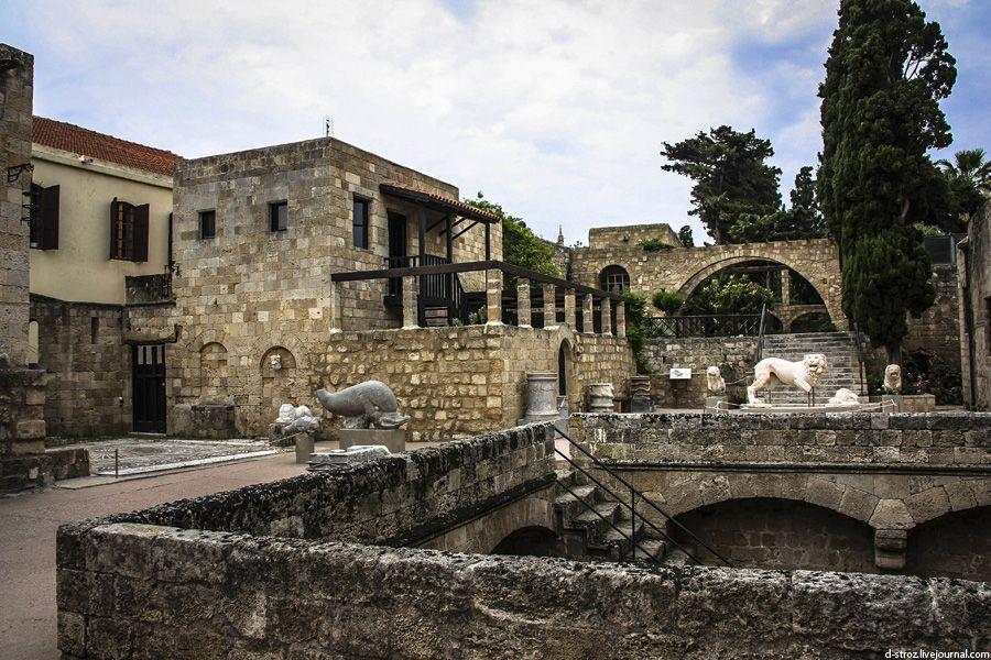 фото двор археологического музея