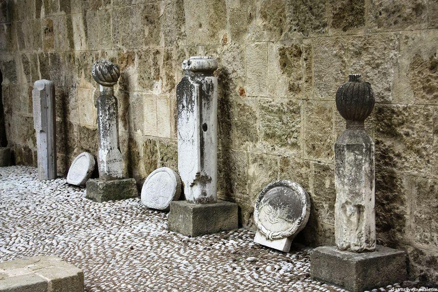 фото древние надгробия с чалмами