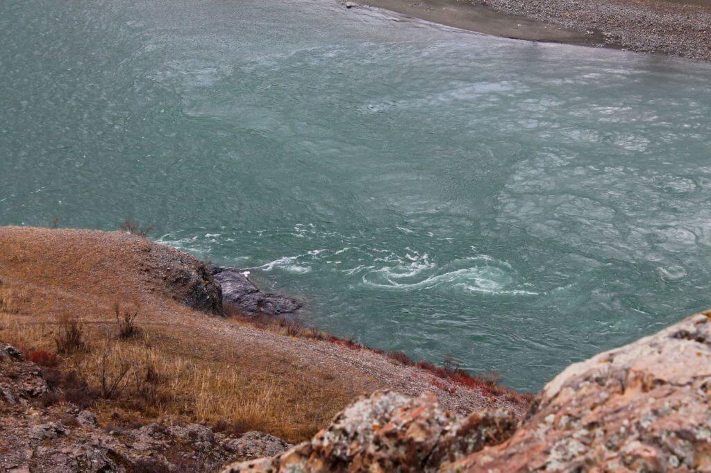 горная речка Катунь бирюзовая