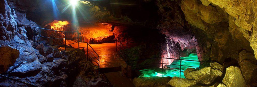 Мраморная пещера на Крымском полуострове