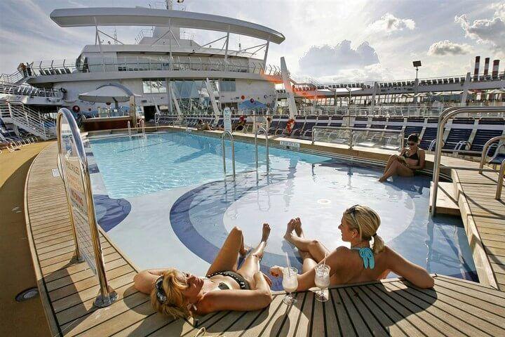 Фото бассейна на лайнере