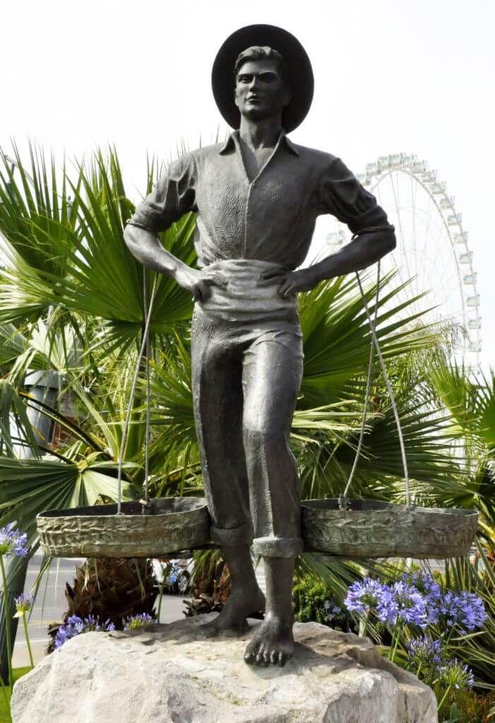 фото памятника статуя Cenachero