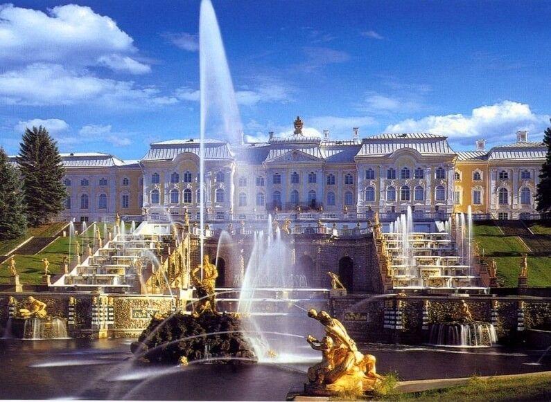 фото Петродворца в Санкт-Петербурге