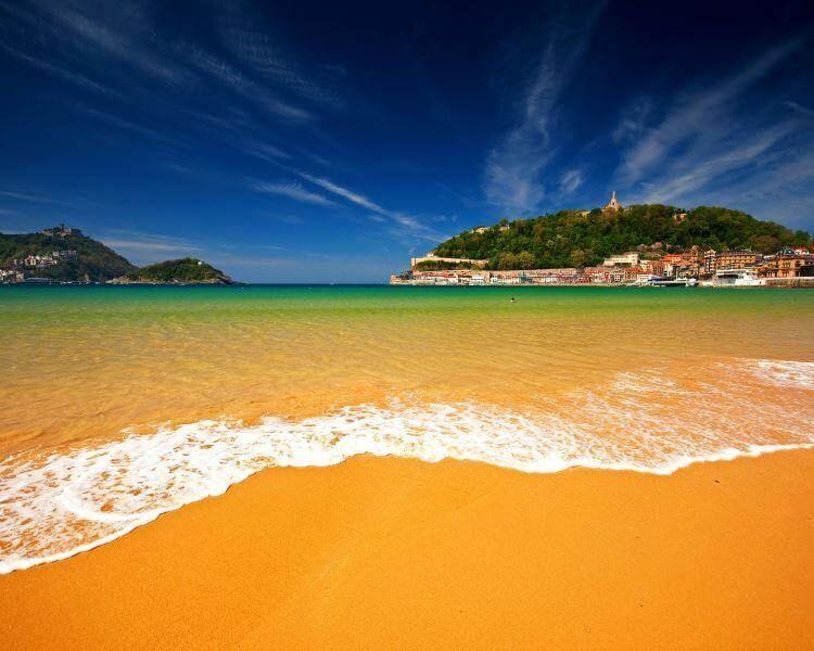 фото пляжа в Сан-Себастьяне