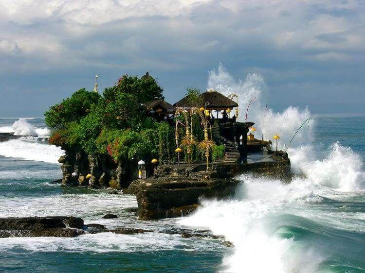 фото храма на воде Бали