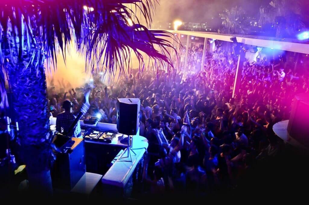 фото ночного отдыха в Миконосе