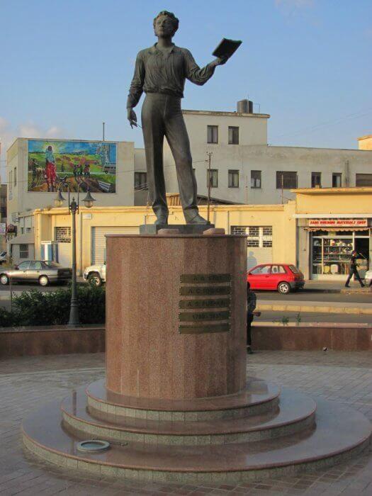 фото памятника Пушкину в Эфиопии