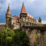 фото замка Корвинов в Румынии