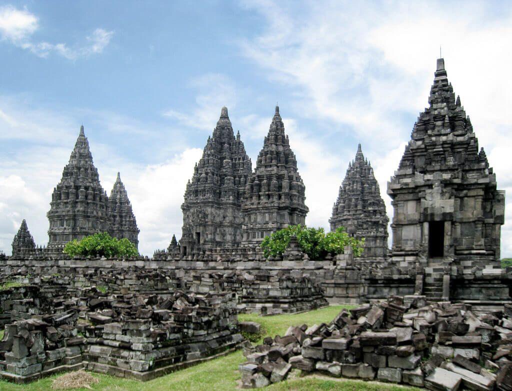 Храмовый комплекс Прамбанан на острове Ява
