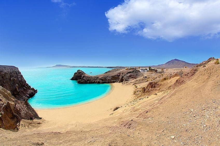 Пляж Плая-Бланка на Канарских островах