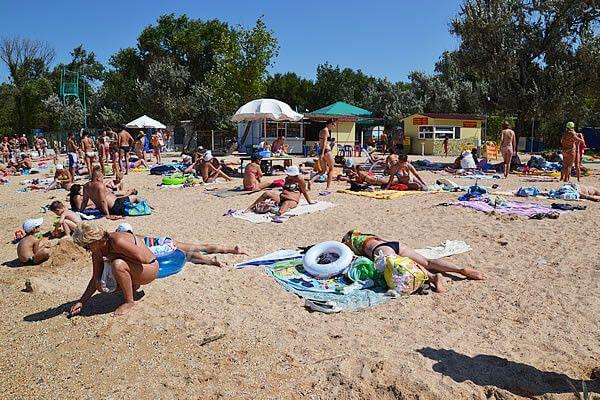Молодежный пляж в Голубицкой