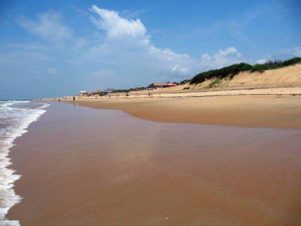 Песочный пляж на Кандолиме