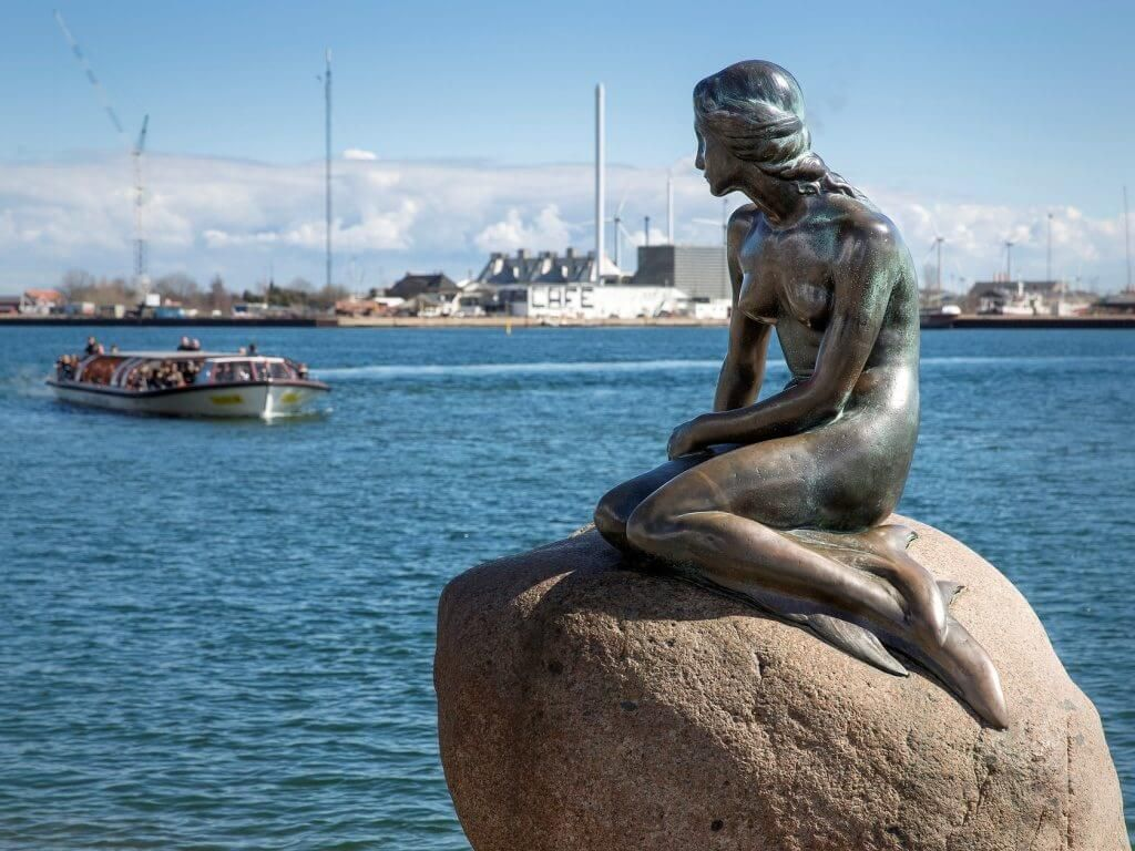 Статуя Русалочки в Дании