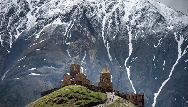 Троицкая церковь у подножия Казбека