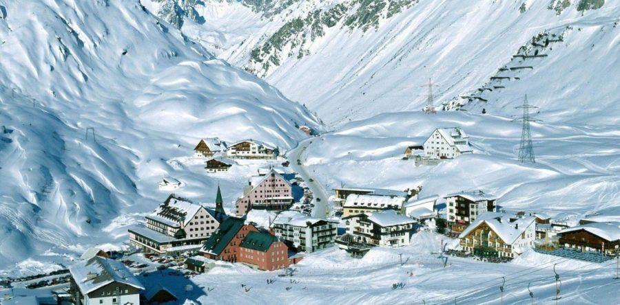 Знаменитые горные курорты в австрийских Альпах: для новичков лыжни и подготовленных.
