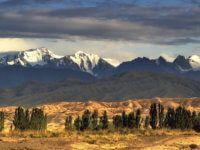 Мощная энергетика Тянь-Шаня, свежий снег и солнце – это горные лыжи в Караколе.
