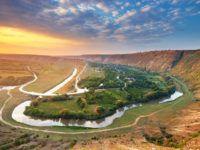 Что делать в Молдавии: пить вино, забираться в подземелья или гулять в реликтовых лесах