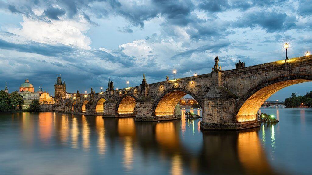 Карлов мост фото вечером