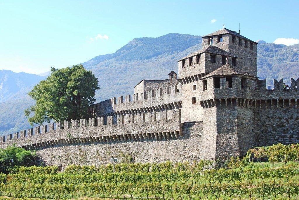 Замок Монтебелло в Беллинцоне, Швейцария