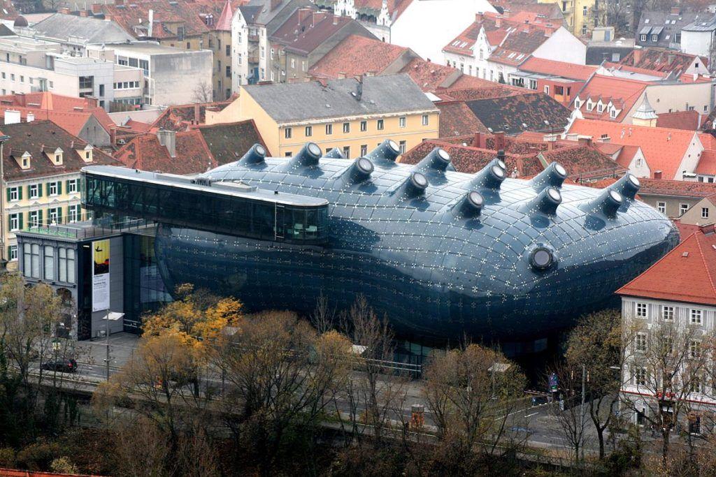 Кунстхаус в городе Грац — музей, галерея современного искусства.