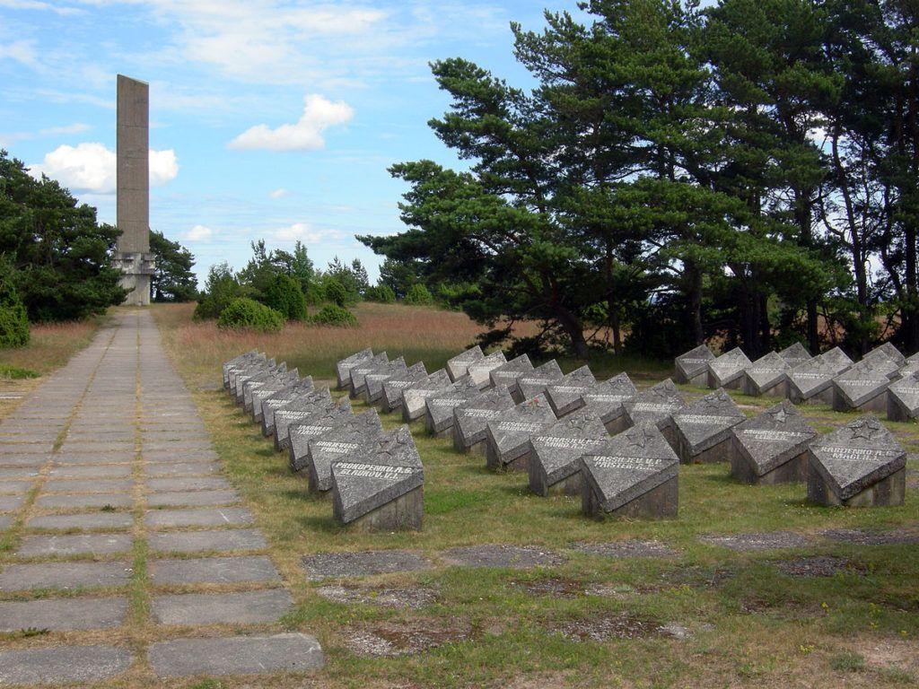 Памятник воинам-освободителям в городке Техуманди на острове Сааремаа