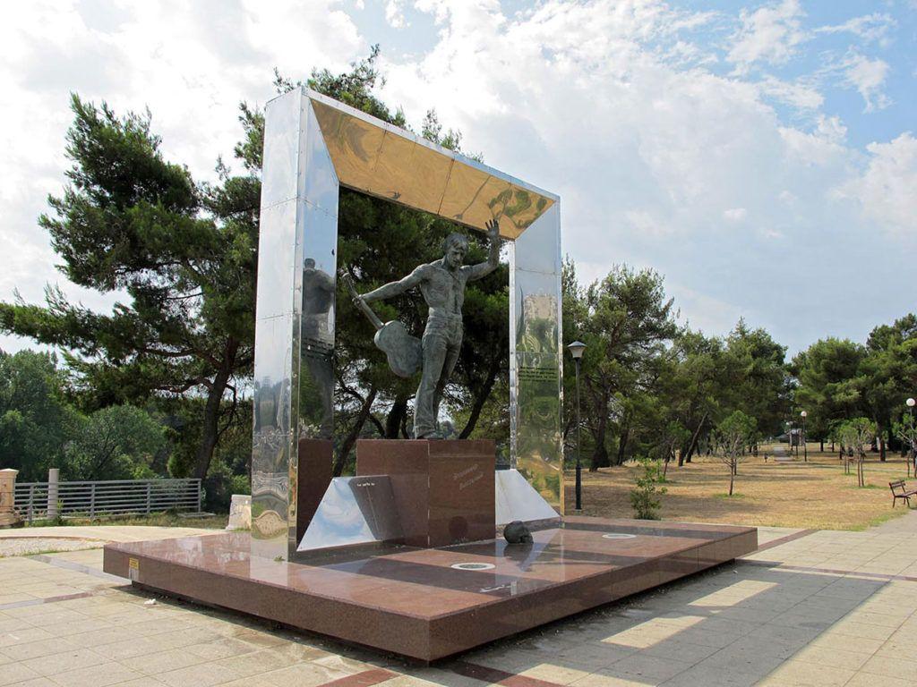 памятник Владимиру Высоцкому в Подгорице