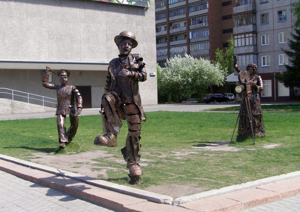 Памятник Чаплину в Барнауле