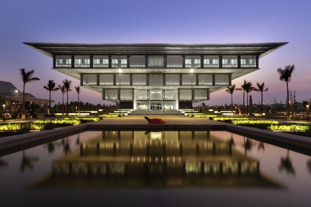Музей в виде перевернутой пирамиды в Ханое