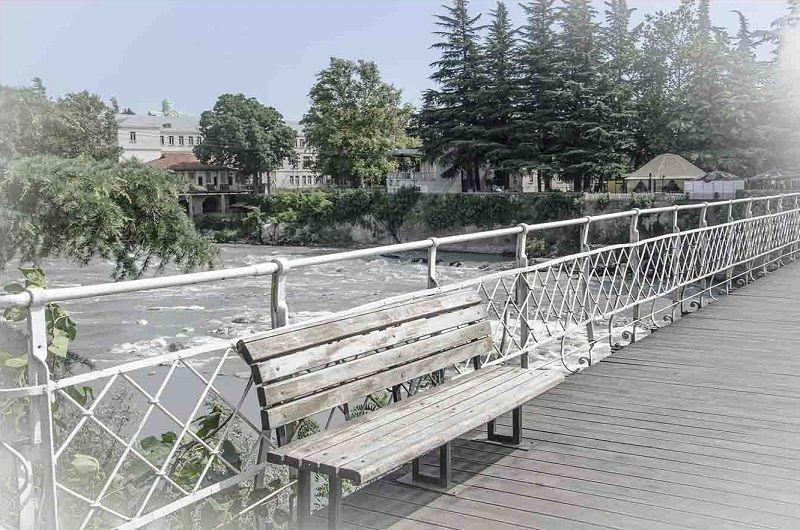 Белый пешеходный мост через Риони, Кутаиси
