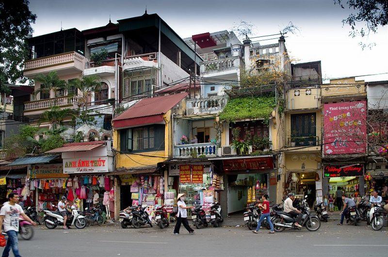Шоппинг в старом городе в Ханое