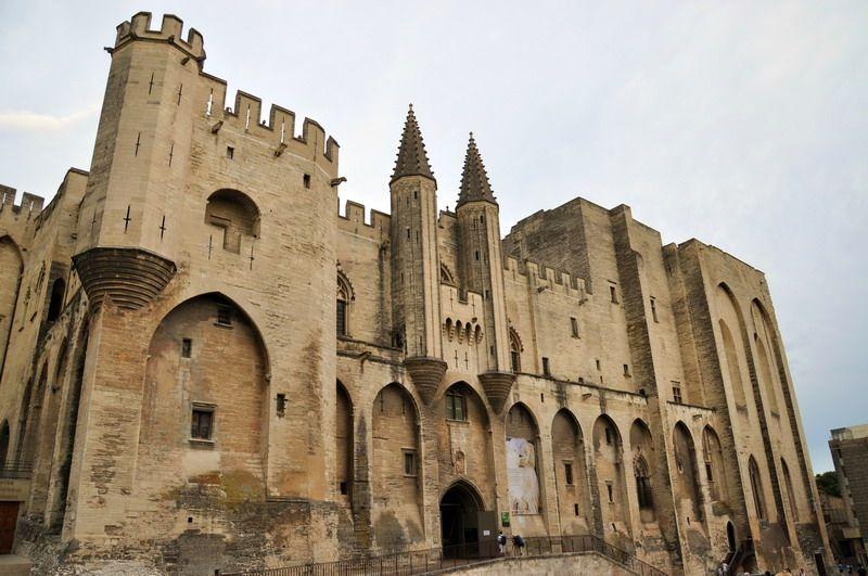 Дворец пантификов в Авиньоне