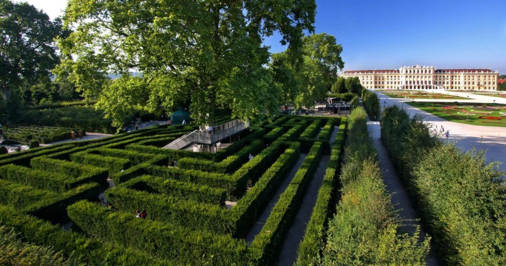 Парк близ дворца Шёнбрунн, Австрия, Вена