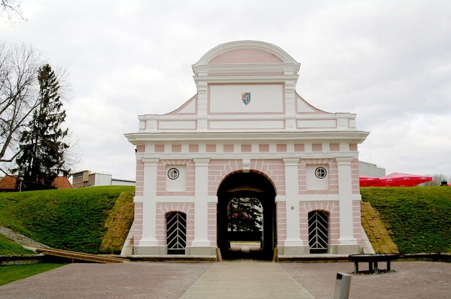 Таллинские ворота в городе Пярну