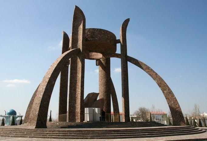 Памятник книге Авеста, Ургенч
