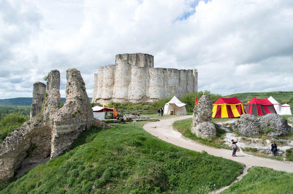 Веселый замок в Нормандии