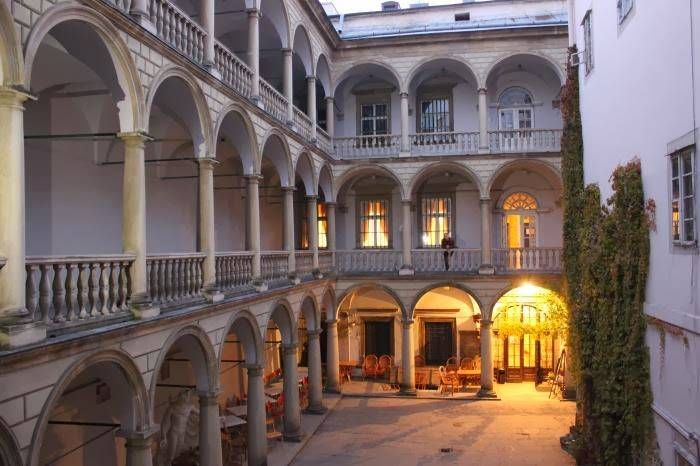 Итальянский двор во Львове