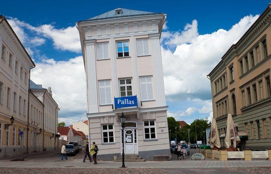 """Падающий дом"" в Тарту"