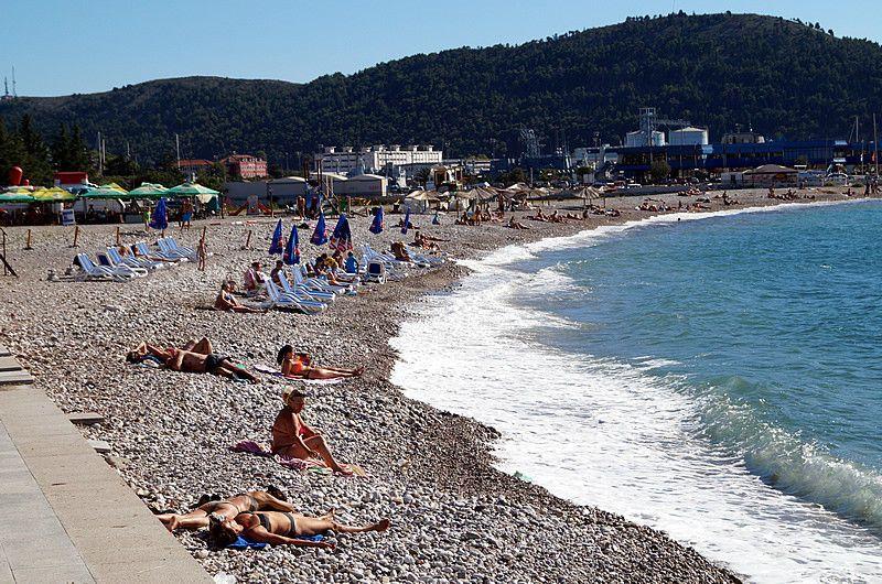 Пляж в городе Бар, Черногория