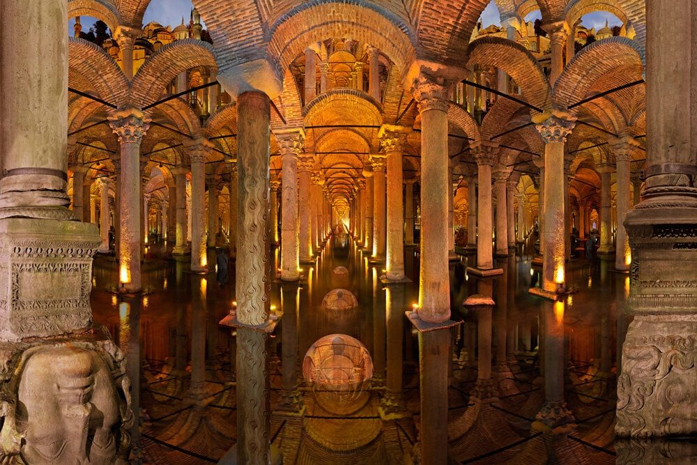 Подземное водохранилище древнего Константинополя в Стамбуле