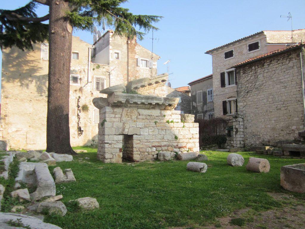 Храм Нептуна, Пореч, Хорватия