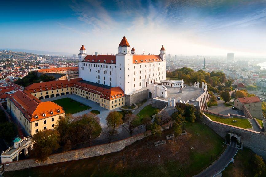 Братиславский дворец, Словакия