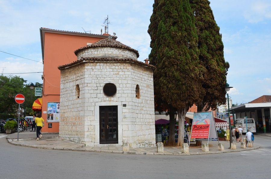 Часовня Святой Троицы В старом городе Ровиня
