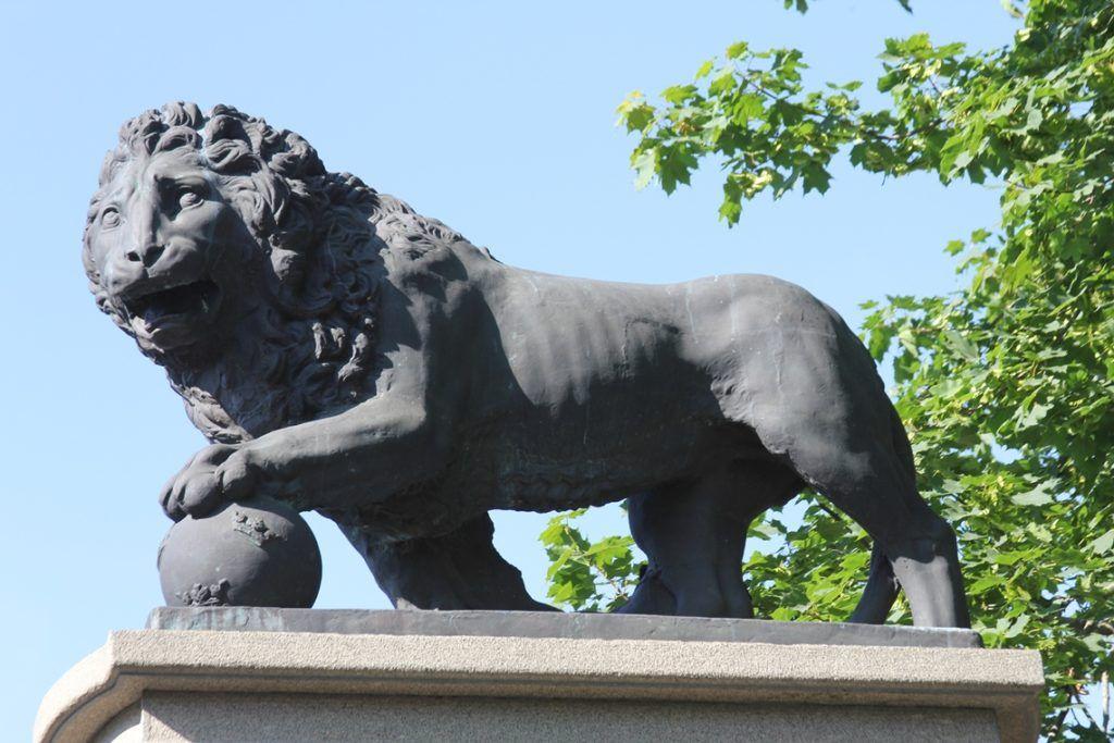 """Памятник """"Шведский лев"""" в Нарве"""