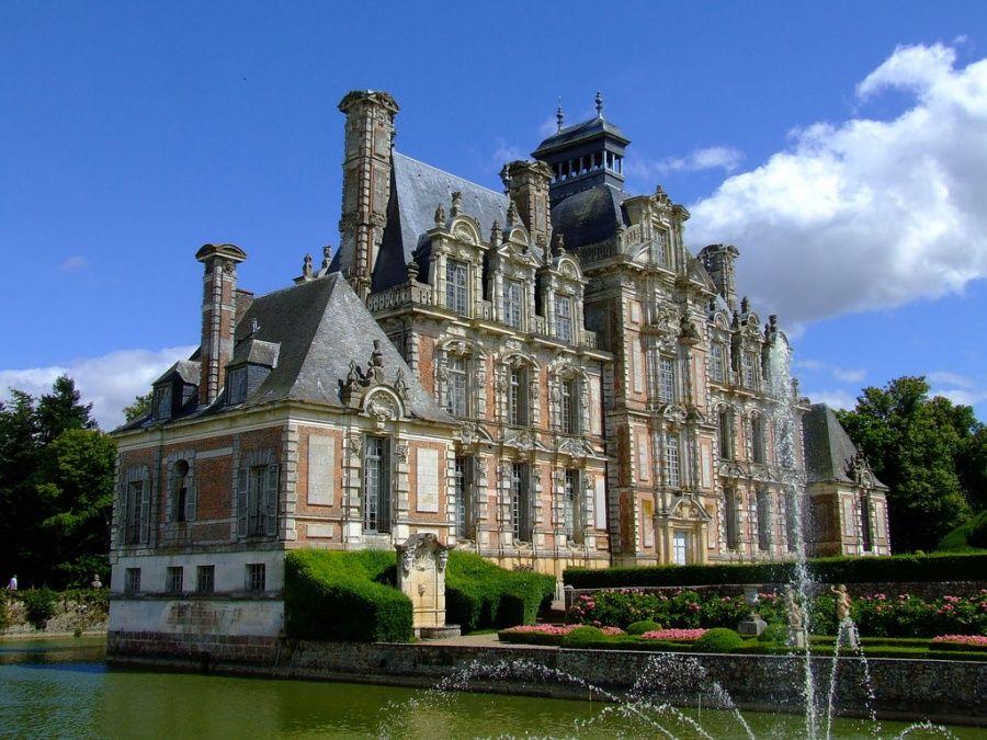 Дворец де Бомениль в Нормандии