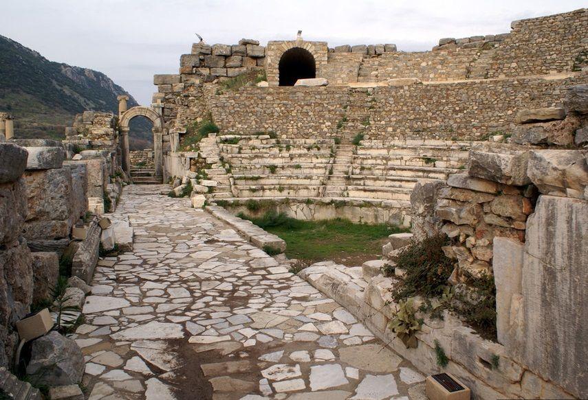 Руины одеона в Эфесе