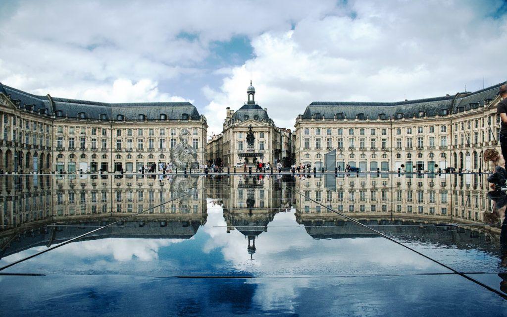 Площадь Бурже (Биржевая площадь) в Бордо